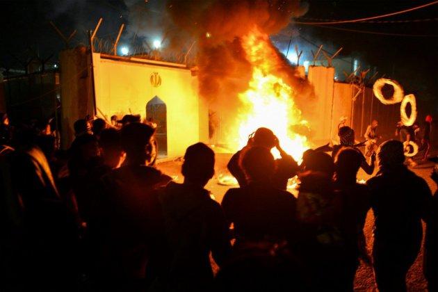 Un consulat d'Iran incendié en Irak paralysé par manifestations et violences