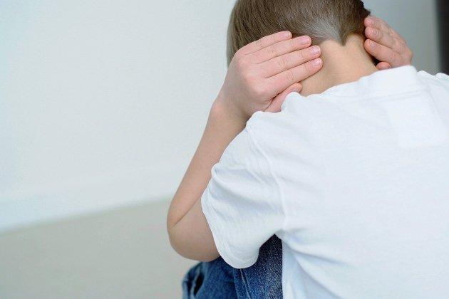 Deux mineurs frappés par leur oncle sont filmés par leur mère