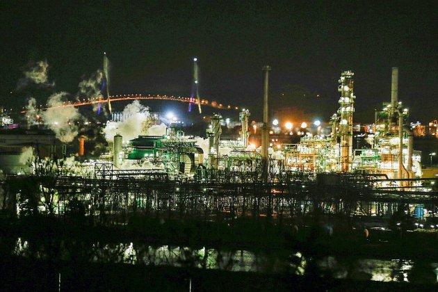 Le Havre: important incendie, maîtrisé, dans une raffinerie de Total