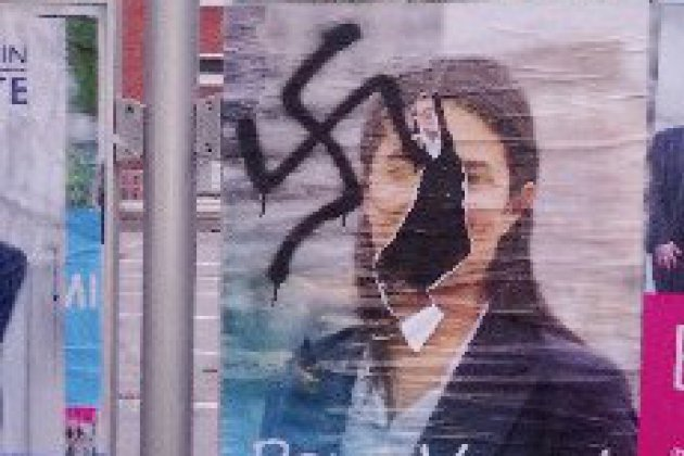 Croix gammée: Sonia Krimi porte plainte contre X