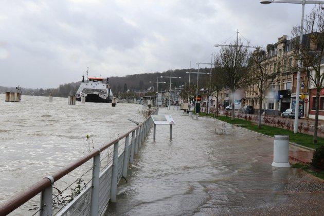 Tempête Inès: la Seine déborde
