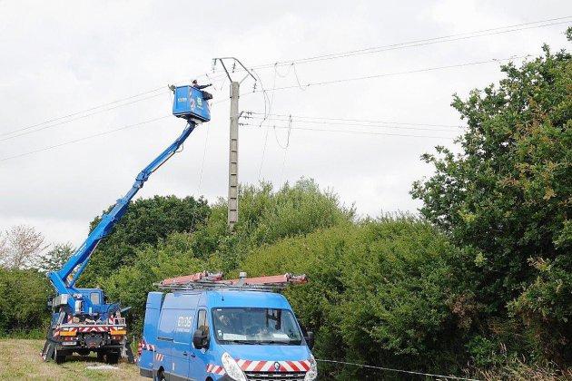 Tempête Dennis: encore 1000 foyers privés d'électricité