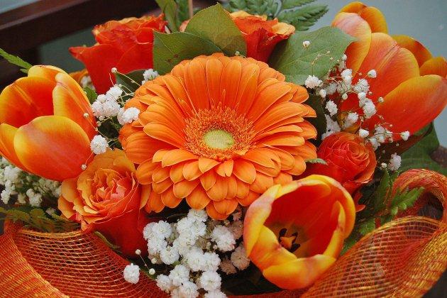 Tendance Ouest offre un bouquet de fleurs aux mamies normandes