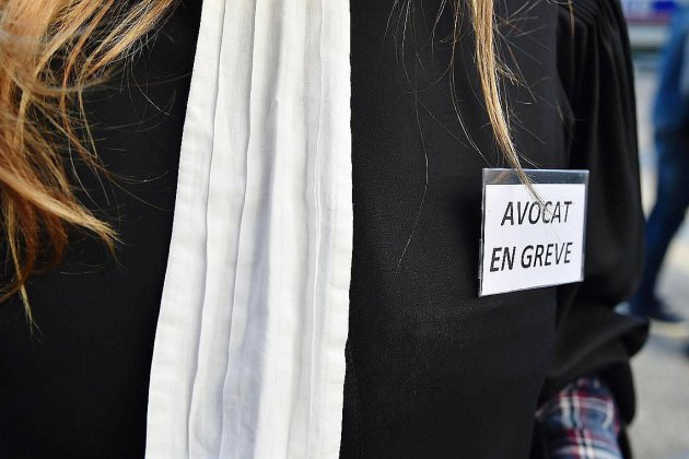 Réforme des retraites: la grève des avocats change de forme