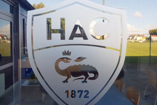 Le présentateur Hervé Mathoux met à l'honneur un maillot du HAC