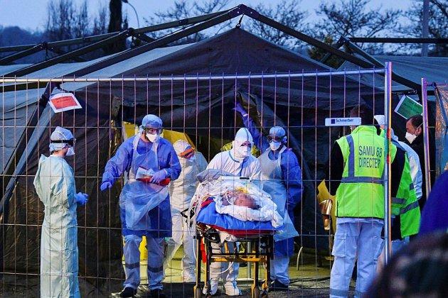 Coronavirus: l'épidémie s'accélère et emporte l'ancien ministre Patrick Devedjian