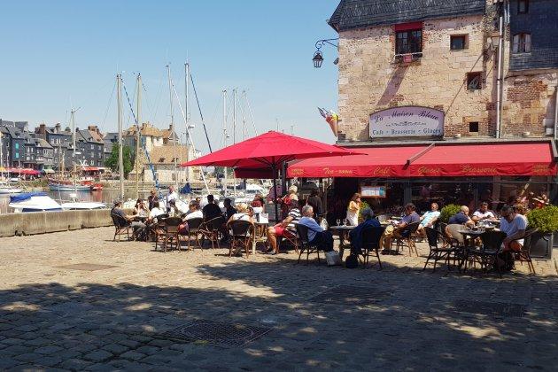 Bars, cafés, restaurants: les clients sont au rendez-vous