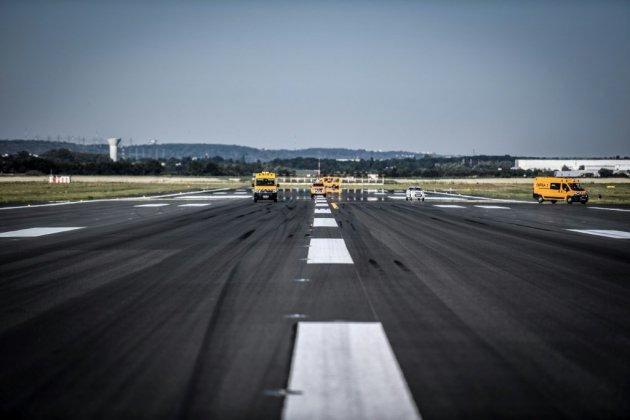Atmosphère de pré-rentrée à Orly, après trois mois de vacances forcées