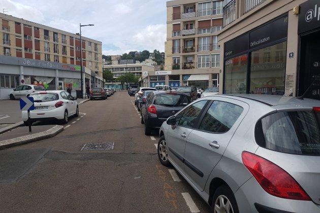 De faux PV déposés sur des voitures garées dans le centre-ville