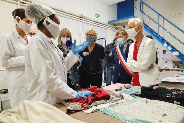 """Brigitte Klinker dans l'Orne: """"Ne laisser personne sur le bord du chemin"""""""