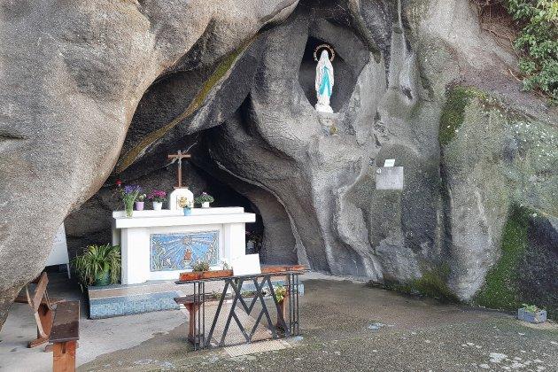 Un pèlerinage de Lourdes local à la réplique de la grotte