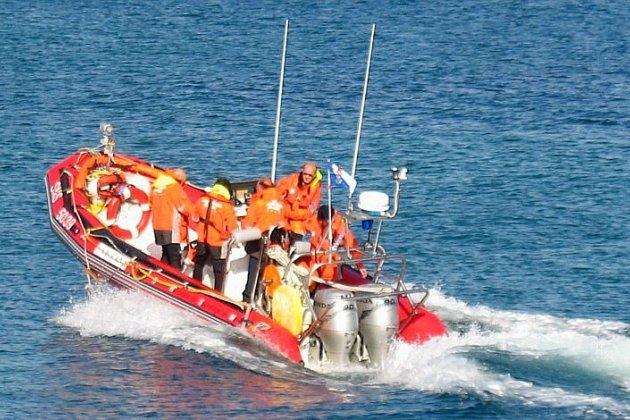 Opération d'assistance à un voilier en difficulté au large de l'Île Chausey