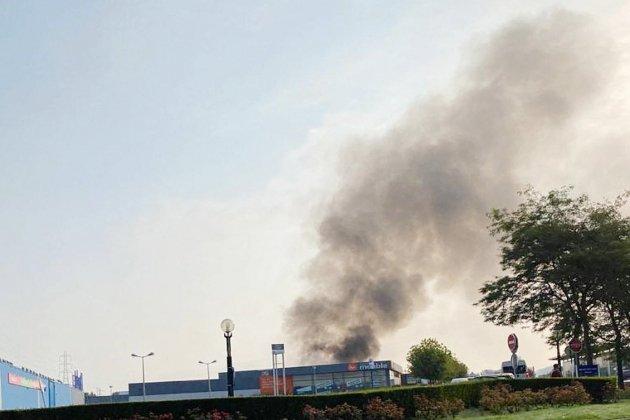 Incendie près du magasin désaffecté de Mr Meuble