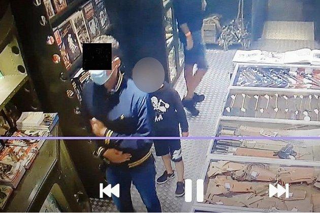 Le pantalon volé au musée D-Day Expérience a été restitué par La Poste