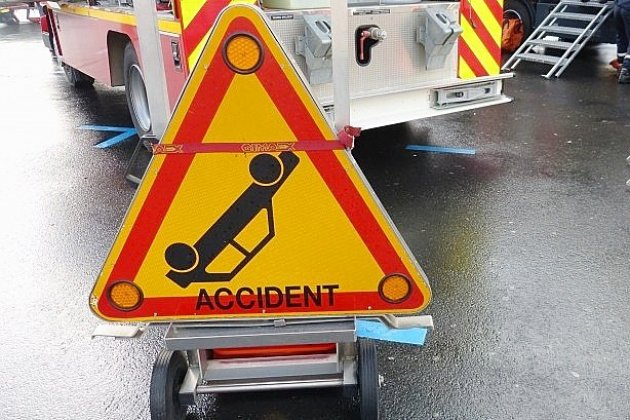 Accident: un enfant de 8 ans se retrouve coincé sous une voiture