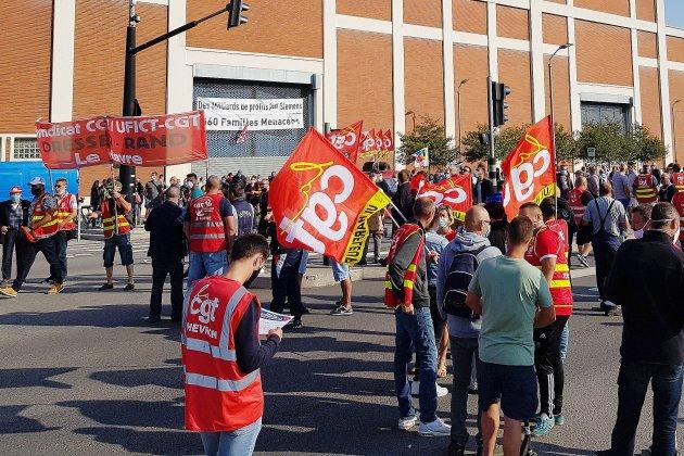 Rentrée sociale des syndicats: 2000 personnes dans la rue