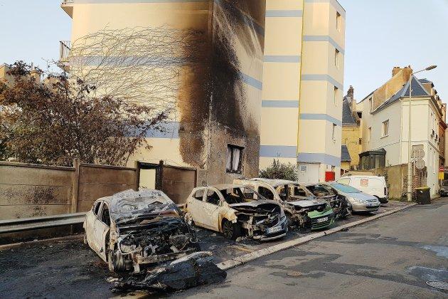 Treize voitures incendiées, un foyer pour mères célibataires touché