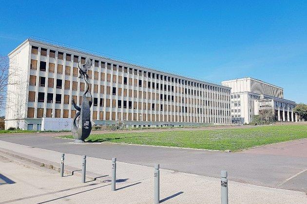 Covid-19: un mois après la rentrée, bilan de la situation à l'université