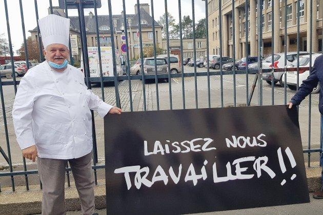 """Covid-19: les restaurateurs inquiets se disent """"en sursis"""""""