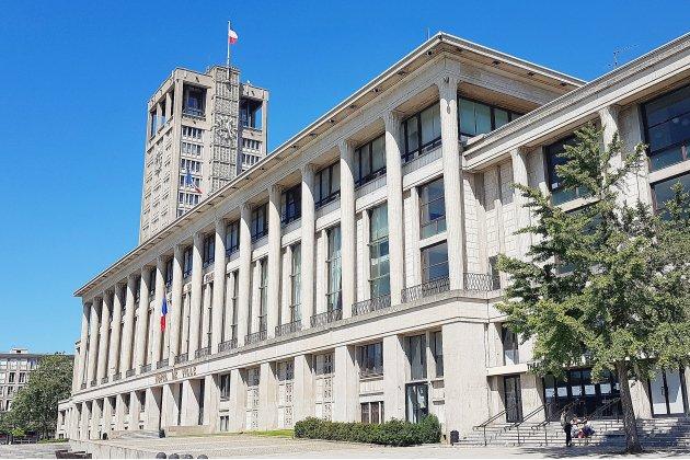 La mairie et le domicile d'Édouard Philippe perquisitionnés