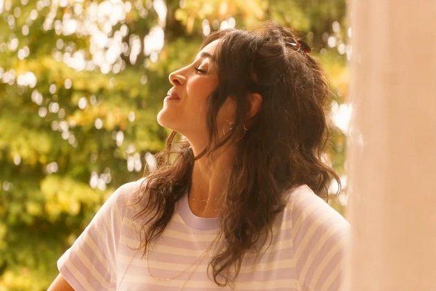 """Découvrez """"Silence"""", le nouveau clip de Camélia Jordana"""