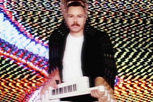 Découvrez le nouveau clip hypnotisant de Purple Disco Machine