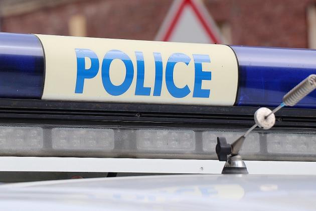 Le jeune voleur appelle la police pour se faire arrêter