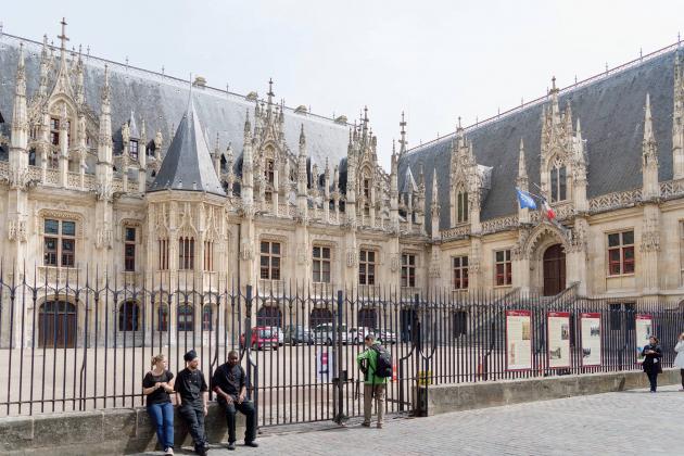 """Gérald Darmanin traité de """"sale violeur"""": un procès le 23 novembre"""