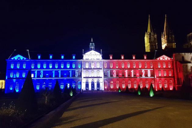 Attentats terroristes du 13 novembre: l'hôtel de ville en bleu, blanc, rouge