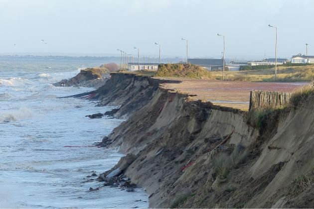 Grandes marées : la rive à nouveau attaquée par les vagues