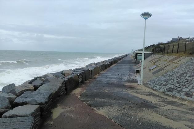 Le corps sans vie d'une femme retrouvé sur la plage