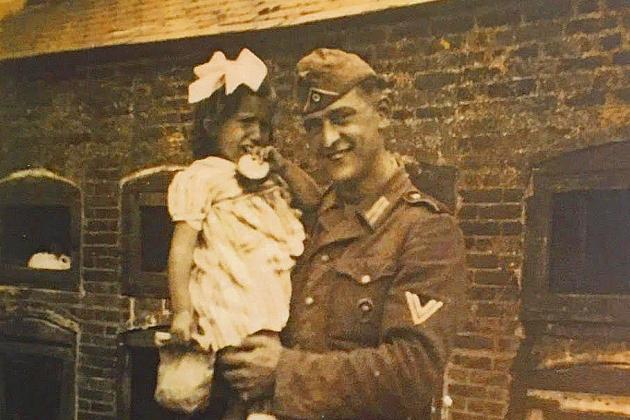 Des écoliers cherchent à identifier un soldat de la Seconde Guerre mondiale