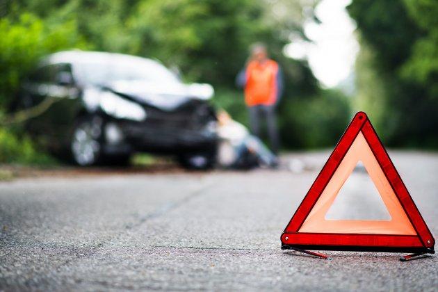 Trois hommes blessés dans deux accidents de la circulation