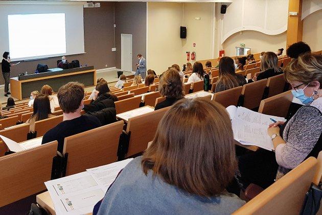 Covid-19: 250 élèves infirmiers préparent le dépistage massif