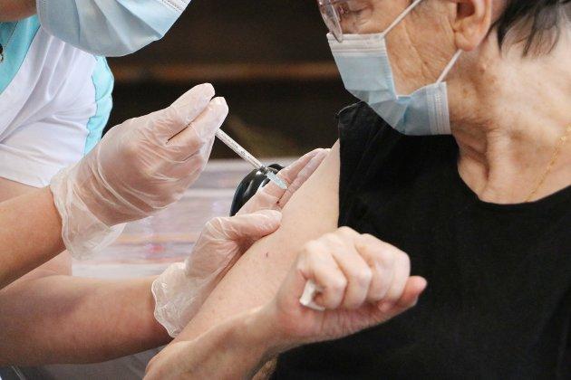 La vaccination contre la Covid-19 commence dans lesEHPAD