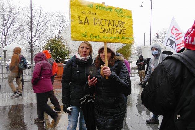 Cinq cents manifestantssous la pluie contre la loi de sécurité globale
