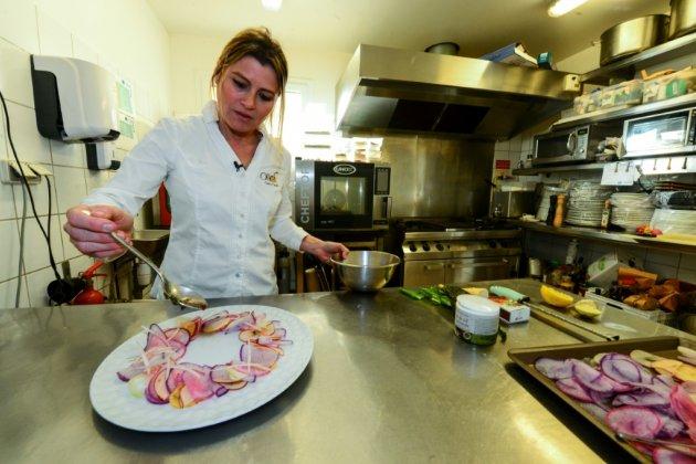 """Distinguée au Michelin, Claire Vallée, la bonne étoile de la """"gastronomie végétale"""""""