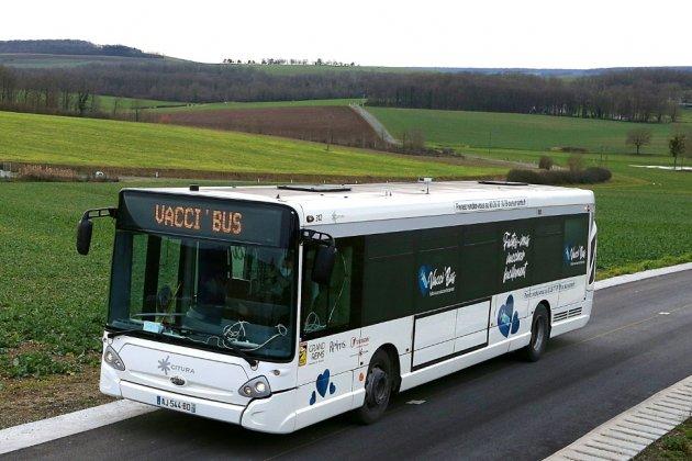 """Dans la Marne, un """"Vacci-bus"""" à la rencontre des personnes âgées"""