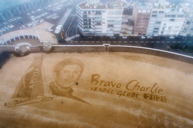 Aux Sables d'Olonne, l'hommage XXL à Charlie Dalin, skipper du Havre
