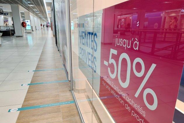 Covid-19: un nouveau centre commercial ferme ses portes