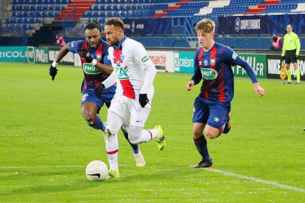 Le Paris Saint-Germain s'impose à Caen, Neymarquitte le terrain !