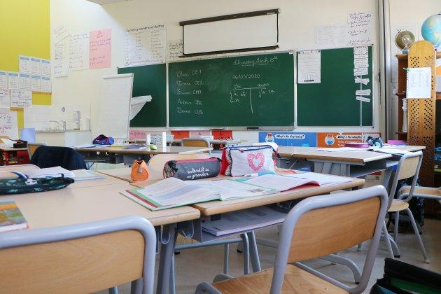 Variant de la Covid-19: trois classes fermées dans un établissement scolaire