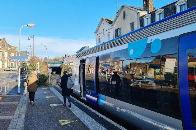 Feu vert pour le tram: qu'en pensent les usagers du train Lézarde Express?