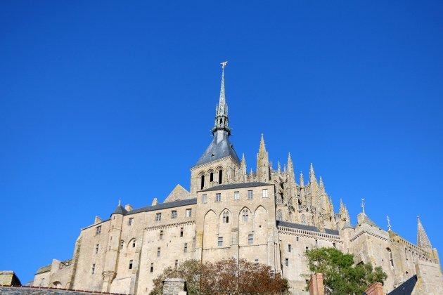 Ils escaladent le Mont Saint-Michel à mains nues avant d'être interpellés