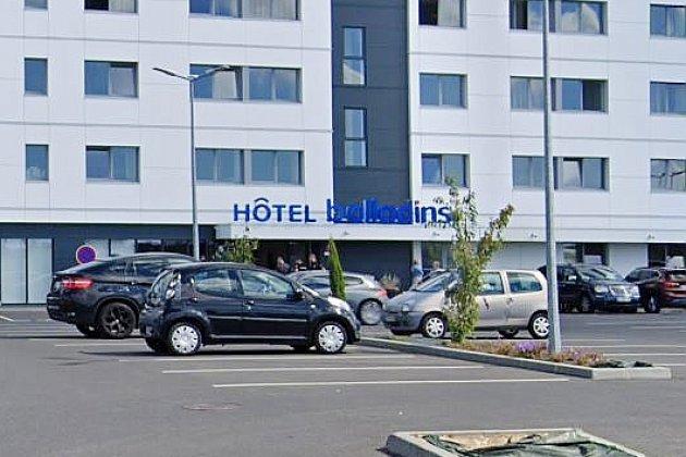 Un homme blessé par arme à feu dans un hôtel