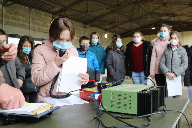 Avant d'appeler Thomas Pesquet,les écoliers apprennent la radio