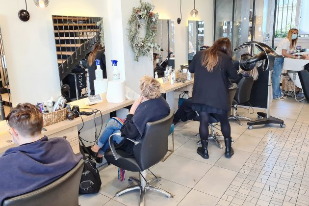 Confinement: le soulagement des coiffeurs qui resteront ouverts