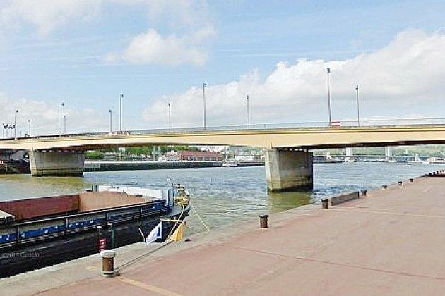 Une femme de 60 ans saute d'un pont dans la Seine