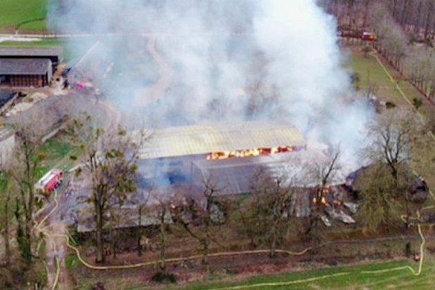 Important incendie dans un bâtiment agricole contenant de l'engrais