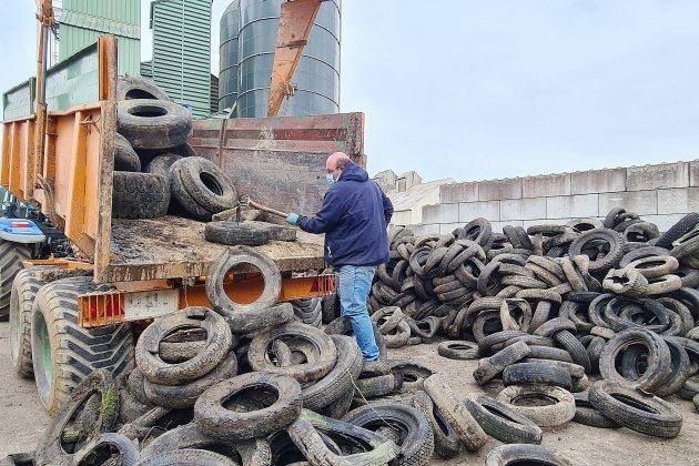 Les agriculteurs envoient leurs pneus usagés au recyclage